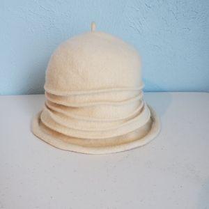 Accessories - Cream/off-white bucket winter hat